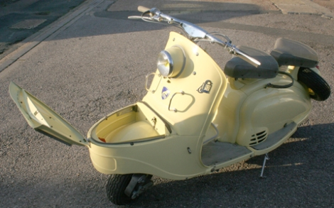 1955_Peugeot_Scooter_15