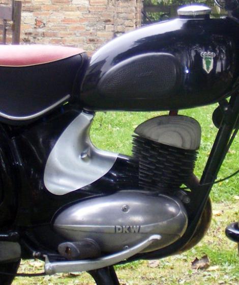 MOTOS PARA EL RECUERDO DE LOS ESPAÑOLES-http://buyvintage1.files.wordpress.com/2008/02/1959_dkw_13.jpg?w=470&h=560