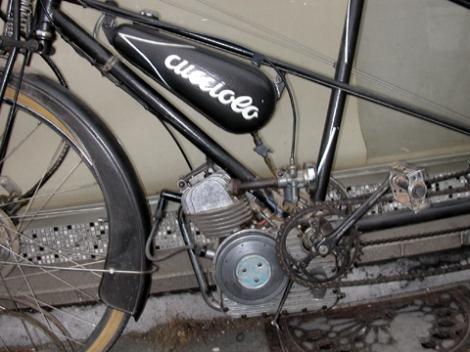 MOTOS PARA EL RECUERDO DE LOS ESPAÑOLES-http://buyvintage1.files.wordpress.com/2008/04/10camille_doudon_cucciolo.jpg?w=470&h=352
