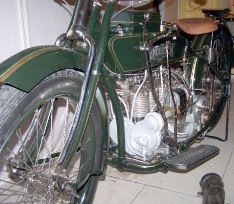 MOTOS PARA EL RECUERDO DE LOS ESPAÑOLES-http://buyvintage1.files.wordpress.com/2008/04/1917henderson3.jpg?w=470&h=410