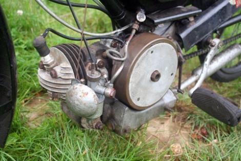MOTOS PARA EL RECUERDO DE LOS ESPAÑOLES-http://buyvintage1.files.wordpress.com/2008/04/1946-james-superlux-autocycle_03.jpg?w=470&h=313