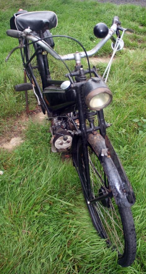 MOTOS PARA EL RECUERDO DE LOS ESPAÑOLES-http://buyvintage1.files.wordpress.com/2008/04/1946-james-superlux-autocycle_09.jpg?w=470&h=883