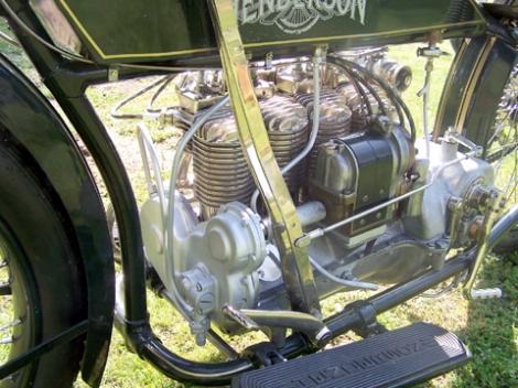 MOTOS PARA EL RECUERDO DE LOS ESPAÑOLES-http://buyvintage1.files.wordpress.com/2008/04/henderson_inline2-copy.jpg?w=470&h=352