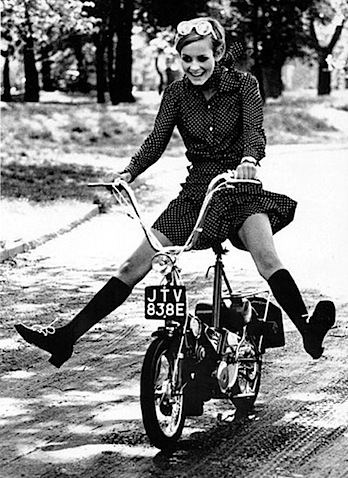 twiggy_raleigh_moped.jpg
